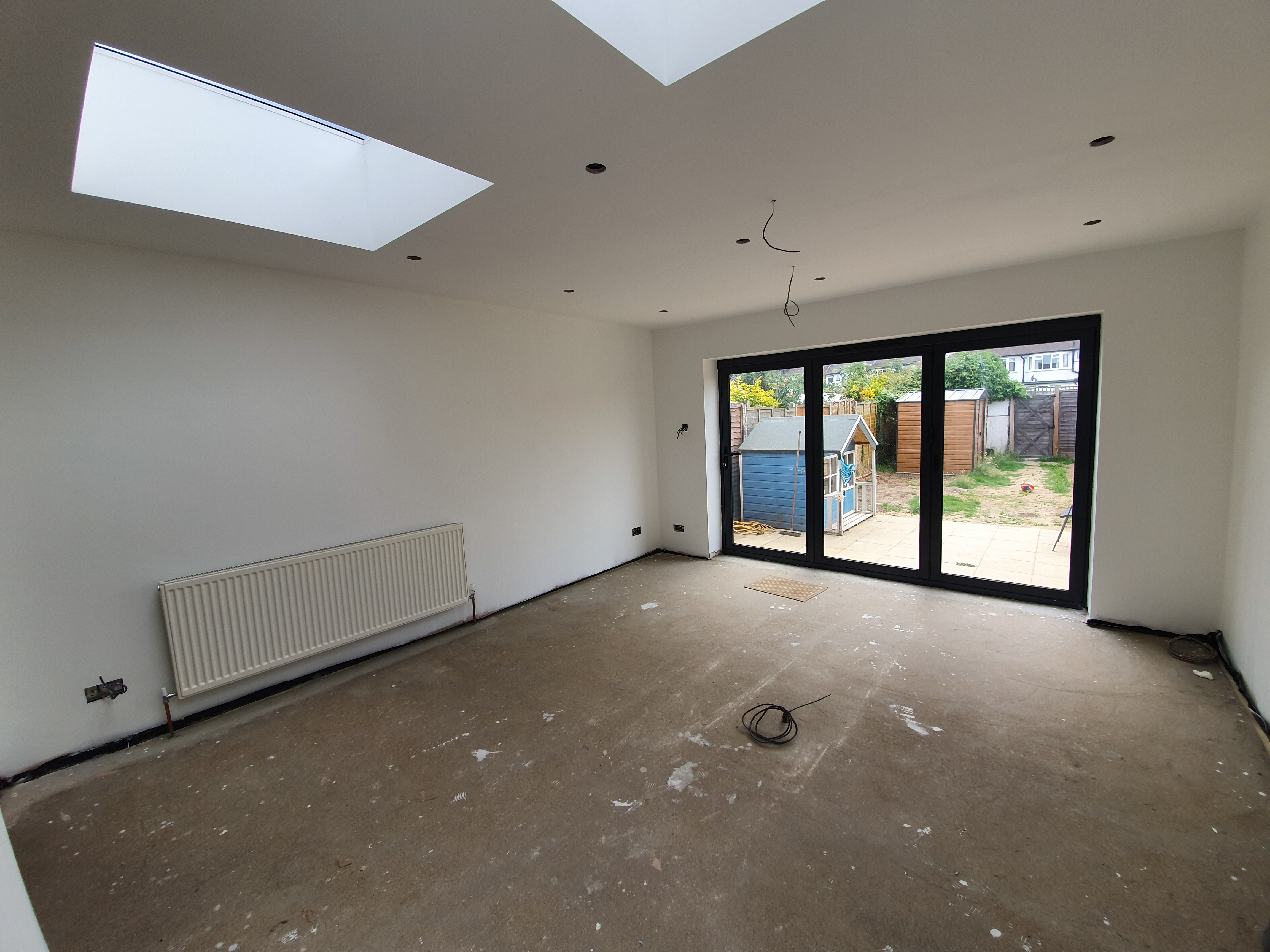5 Meter groud floor extension wit large bespoke bi-folding doors and two 1.1m x 1.1m roof lights to allow plenty of light into the room